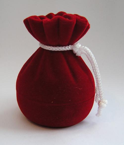 Červený měšec - sametová krabička na šperky