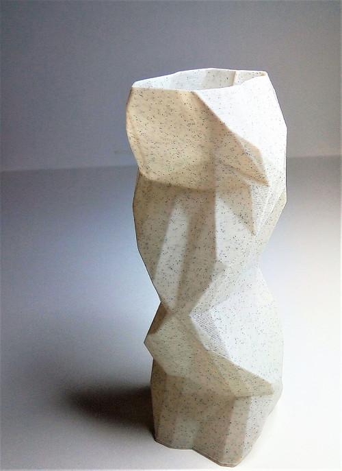 """Moderní váza s \""""low-poly\"""" designem - 3D tisk"""