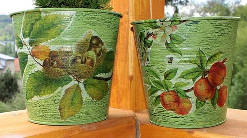 Zelené, krakelované velké kyblíky