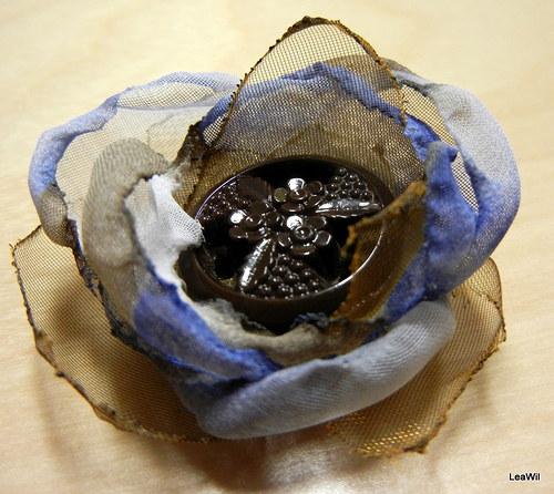 Malá čokoládovo-modro-květinová