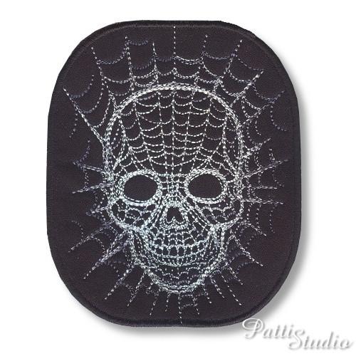 Aplikace - lebka v pavučině