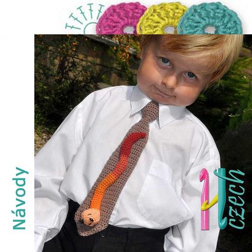Háčkovaná kravatka žížalák