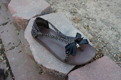 Pin up saten klipy na boty s lebkou