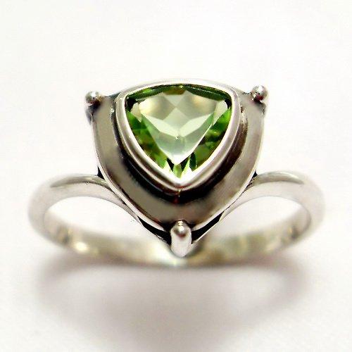 Prsten «Jiskra» - stříbro 925/1000, olivín