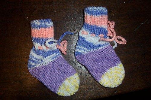 Novorozenecké ponožtičky s tkaničkou