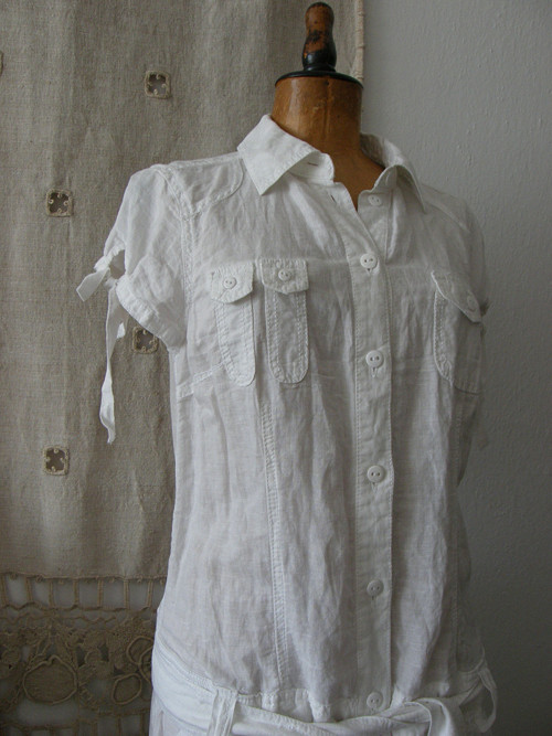 bílé šaty ze lnu