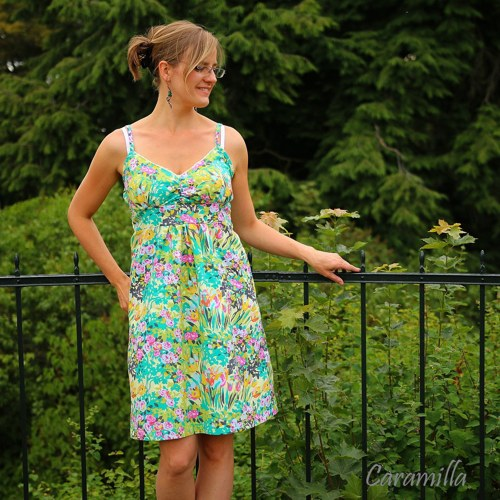 Krátké šaty květinové IHNED