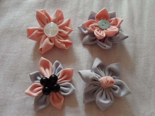 brož květinky