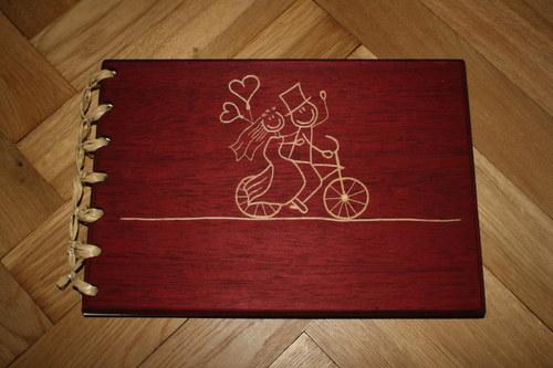 Dřevěné fotoalbum - Svatební kolo