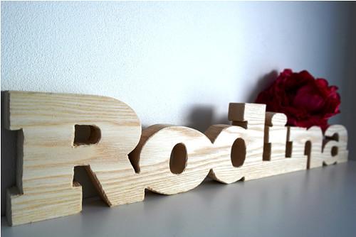 RODINA_nápis ze dřeva_přírodní
