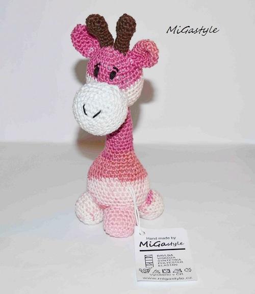 Háčkovaná hračka - malá žirafka