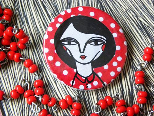 placka žena červená