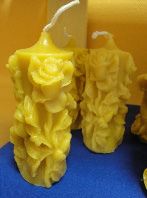 Svíčka ze včelího vosku - s růží