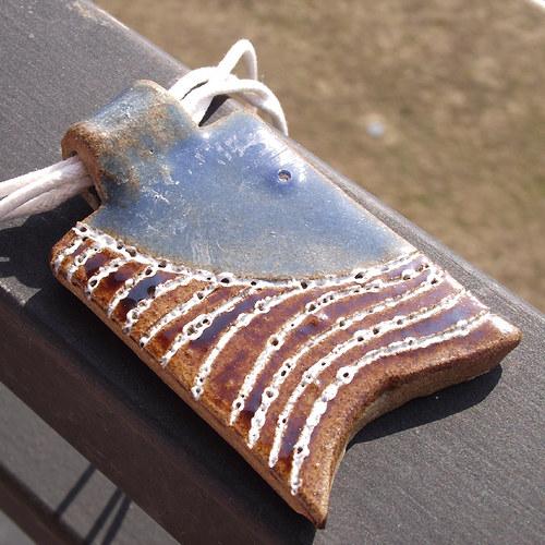 V krajkoví - Sky blue (keramický přívěšek)