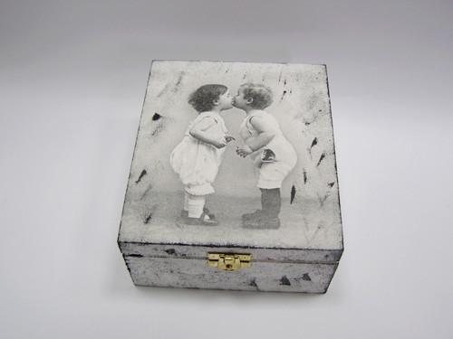 Dřevěná krabička - 4 přihrádky - První pusa