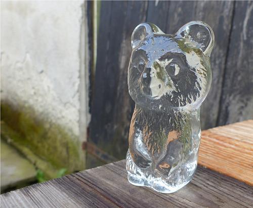 Medvídek...skleněné těžítko