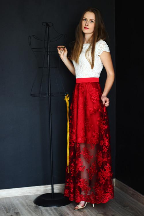 Společenské šaty z hrubší smetanové krajky a tylov