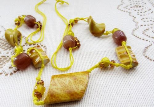 Žluté korále