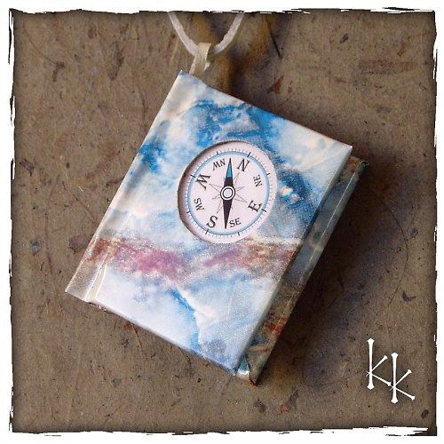 Knížka s motivem kompasu