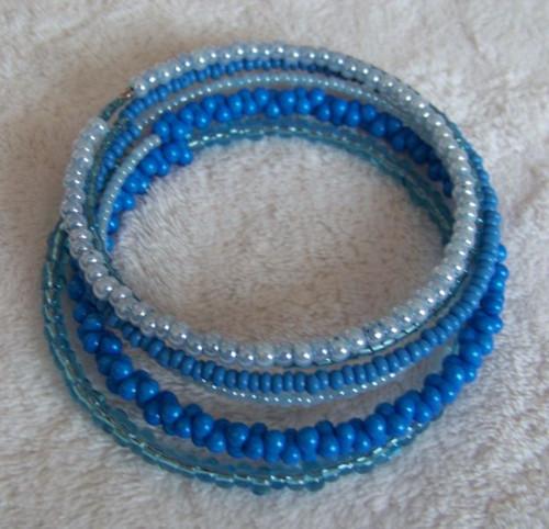 náramek v modrém ladění