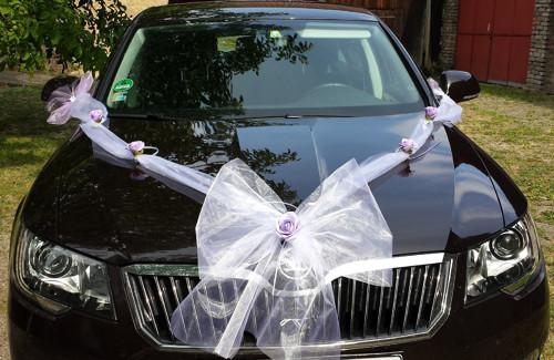 Bílá mašle - LILA kvítky k dekoraci kapoty sv.auta