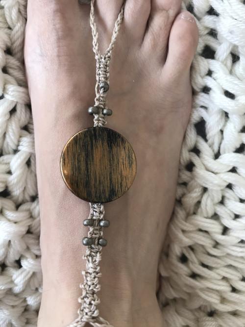 Bosé sandálky Tygřík na noze