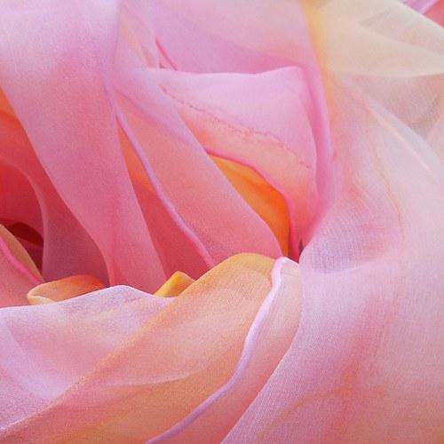v barvách květů