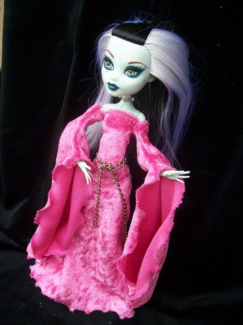 Růžové pro Monster High