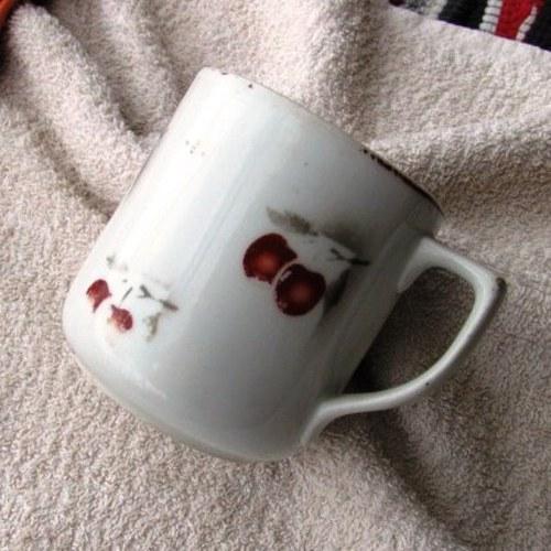 Hrneček porcelán třešně