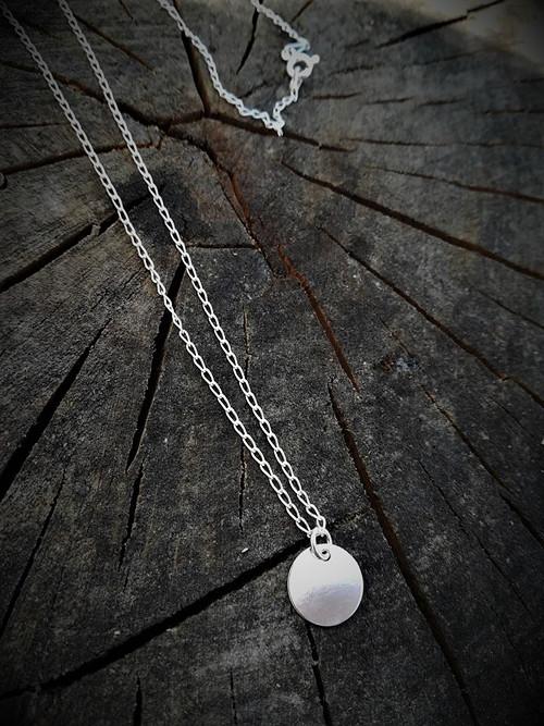 Stříbrný náhrdelník s kolečkem