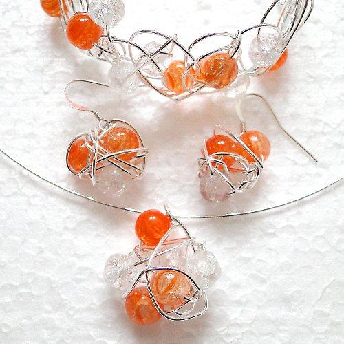 Hadí náhrdelník práskaný do oranžovobíla
