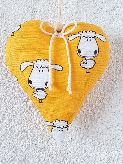 Jarní srdíčko s veselými ovečkami