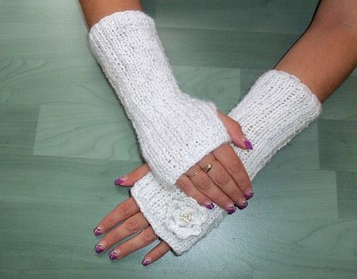 Pletené návleky na ruce s kytičkou