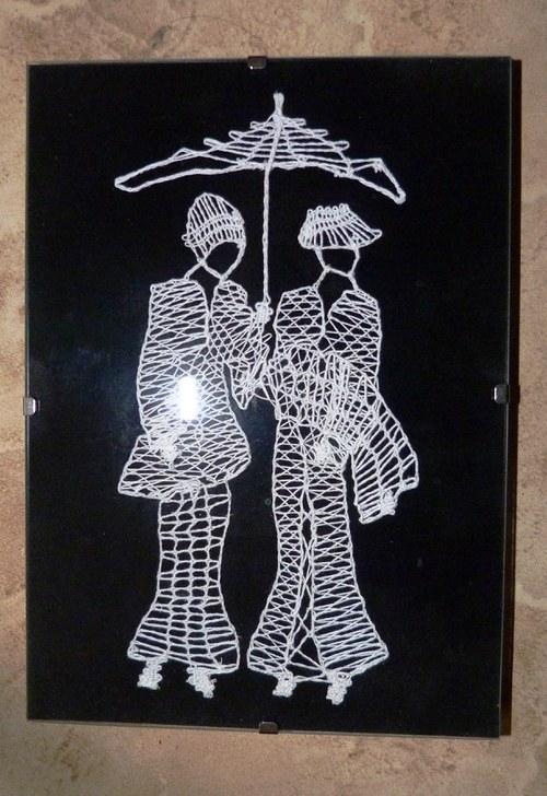 Obrázek dámy s deštníkem - paličkováná krajka