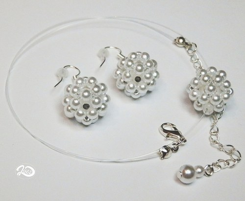 Kuličky z bílé perleti (172)
