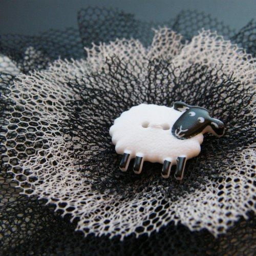 Brož s ovečkou