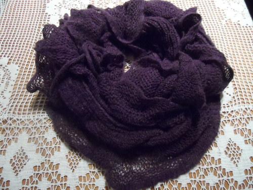 Romantická temně  fialová šálka-nákrčník,s volánky