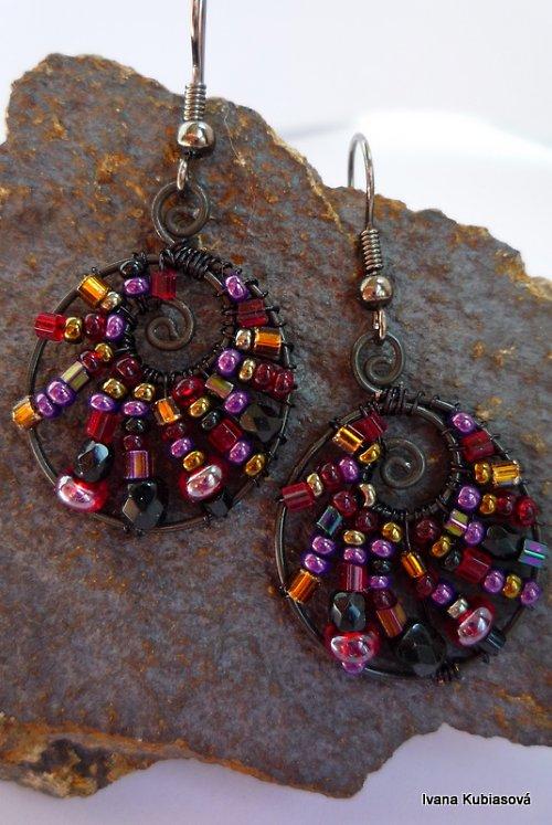 Černočerveno fialové oválky