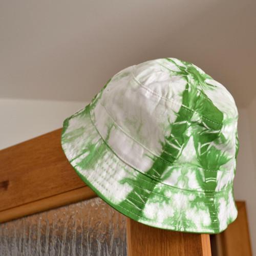 Batikovaný klobouček - zeleno-bílý