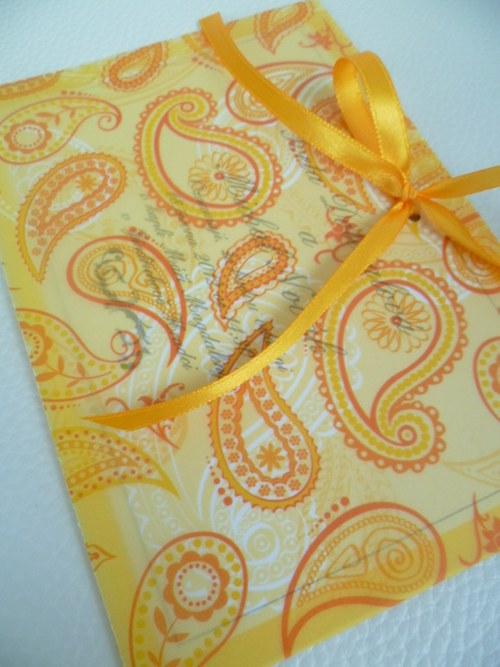 žluté svatební oznámení,pergamenový papír kašmír