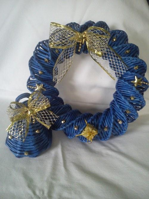 Modrá souprava  se zlatou dekorací