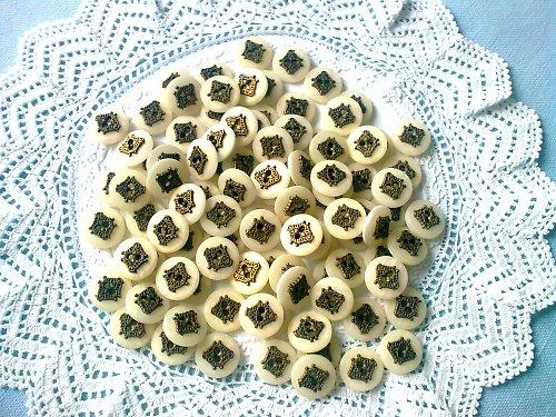 Staré skleněné knoflíky s perletí, 50 kusů