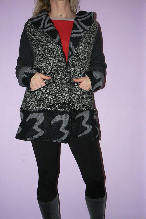 Šedočerný svetr či kabátek-SLEVA z 995 kč