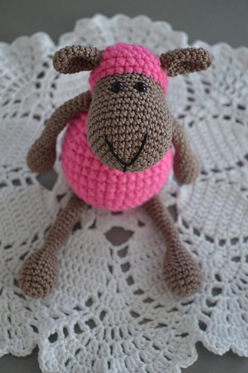 Háčkovaná ovečka růžová