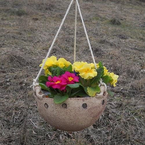 Květináč závěsný s puntiky