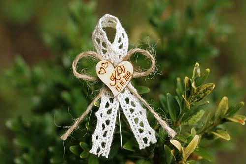 Svatební mašlička se ♥ s vašimi iniciály PŘÍRODNÍ