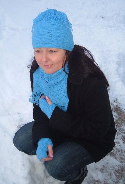 čepice se střapcem a šála - světle modrá