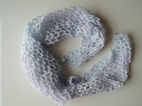 Háčkovaný šátek melirovaný