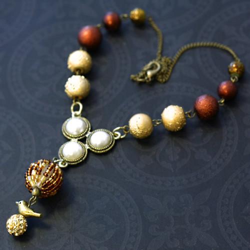 Blýskavý náhrdelník s ptáčkem