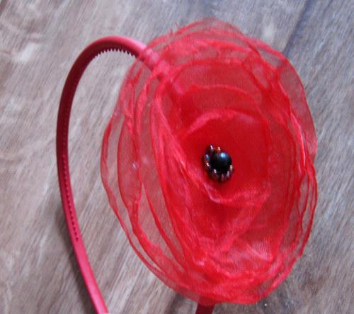 červená čelenka vlčí máky